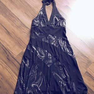 Black halter style dress w/ glitter design detail✨